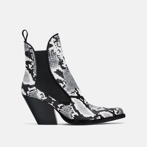 ✨ZARA✨Snake Print Pointed Boots